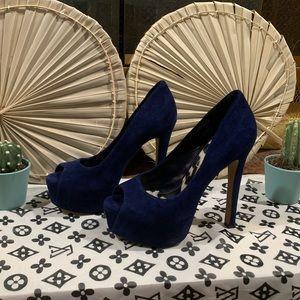 Jessica Simpson High Heel 💙😍
